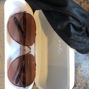 Oakley Rose Gold Sunglasses 🕶
